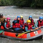 قایق سواری روی رودخانه خروشان